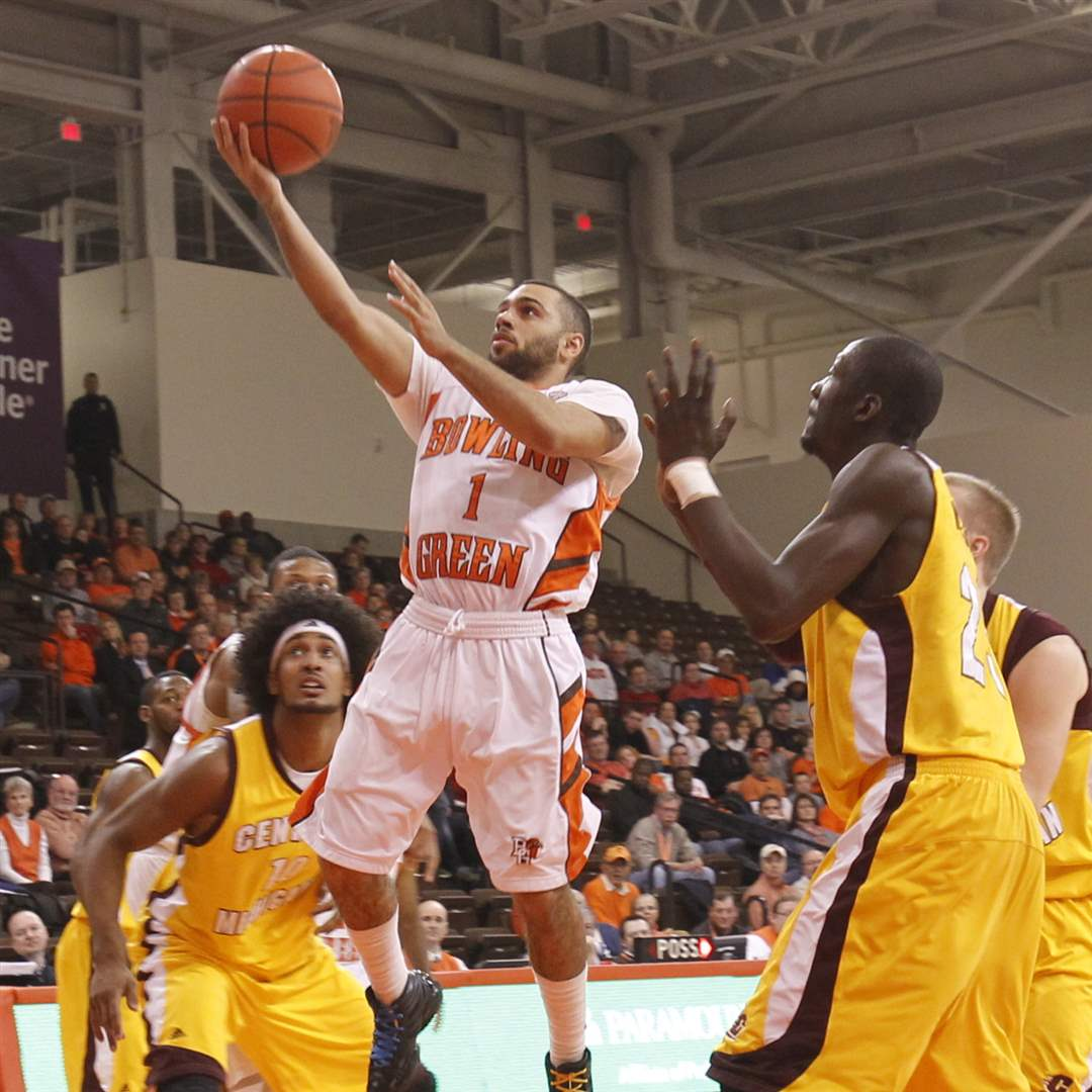 Bowling-Green-Jordon-Crawford-drives-past-Central-Andre-Boimbra