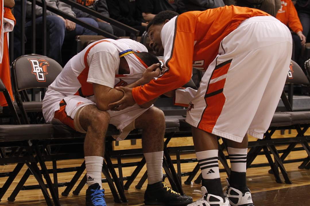 Bowling-Green-Jordon-Crawford-comforted-by-teammate