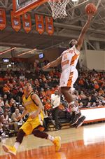 Bowling-Green-State-Falcons-Dee-Brown-layup