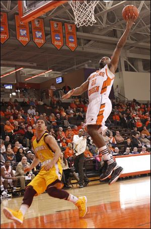 Bowling Green's Dee Brown scores in the second half. He led the Falcons with 20 points.