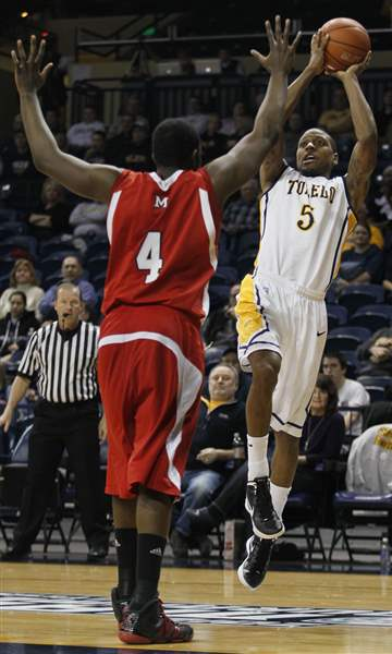 Toledo-Rockets-Rian-Pearson-shoots-over-Miami-Julian-Mavunga
