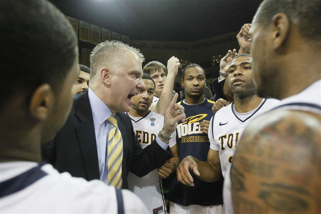 Toledo-coach-Tod-Kowalczyk-talks-to-his-team