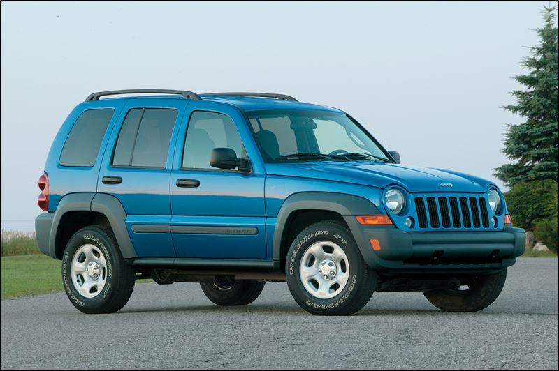 chrysler recalls 210 000 jeep suvs for corrosion issue. Black Bedroom Furniture Sets. Home Design Ideas