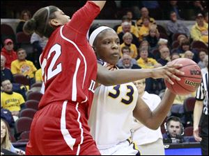 UT's Yolanda Richardson looks to pass against Northern Illinois' Natecia Augusta.