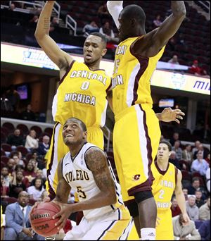 Toledo's Rian Pearson looks to score against Central Michigan's Trey Zeigler, left, and Oliver Mbaigoto in Wednesday's Mid-American Conference tournament second-round game in Cleveland.