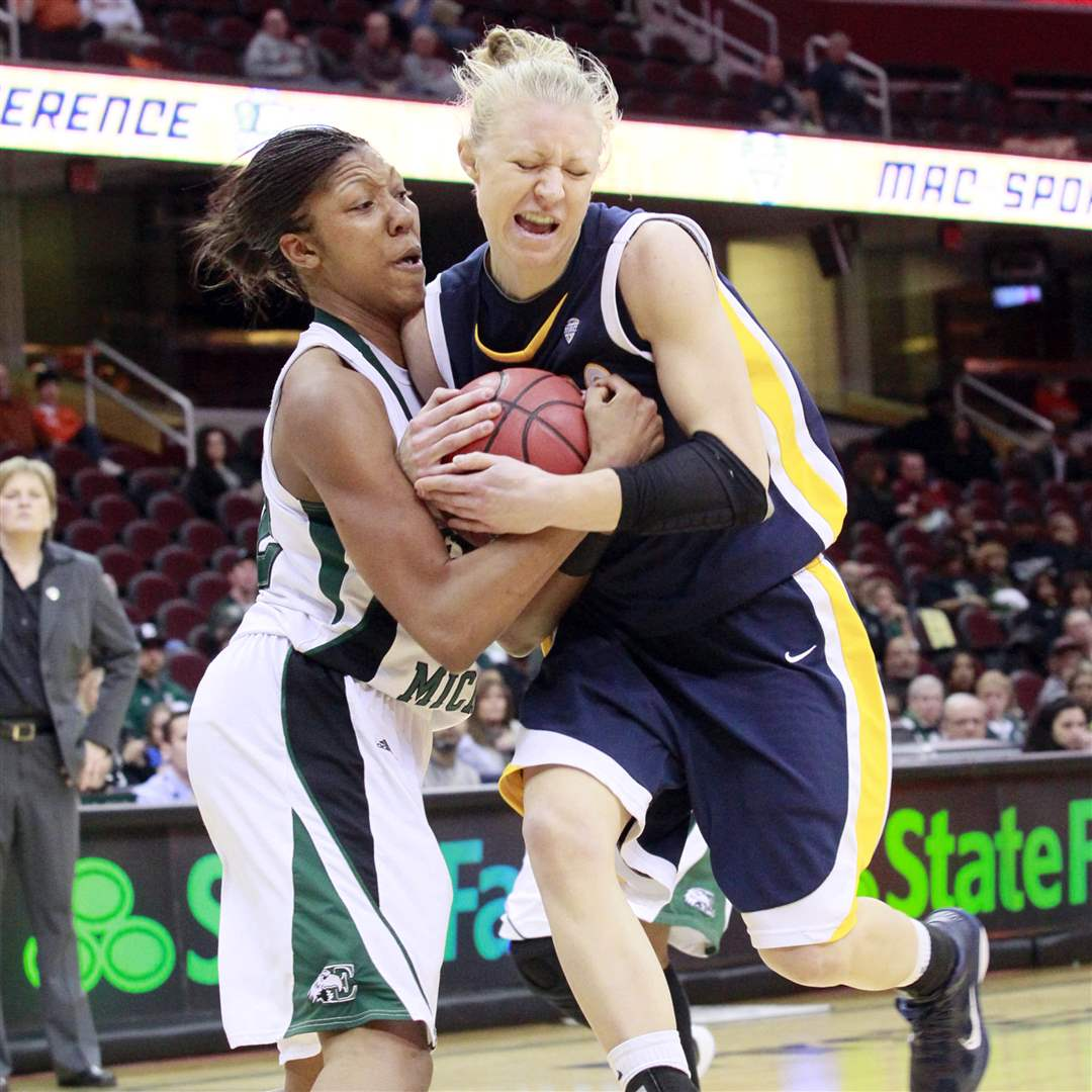 Toledo-Haylie-Linn-defended-by-Eastern-Michigan-Paige-Redditt