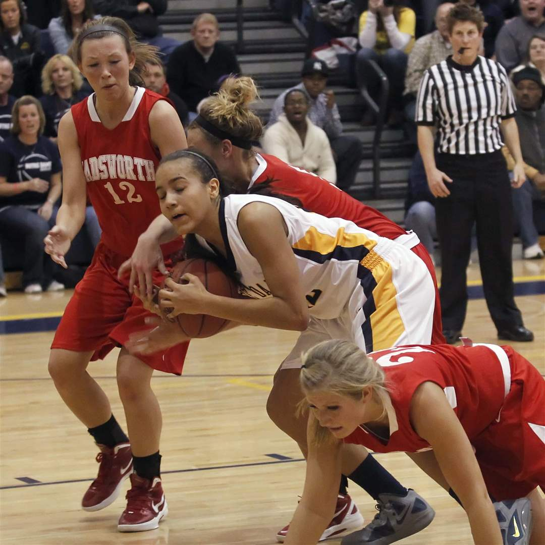 Notre-Dame-s-Jayda-Worthy-retrieves-her-own-rebound-after-her-foul-shot