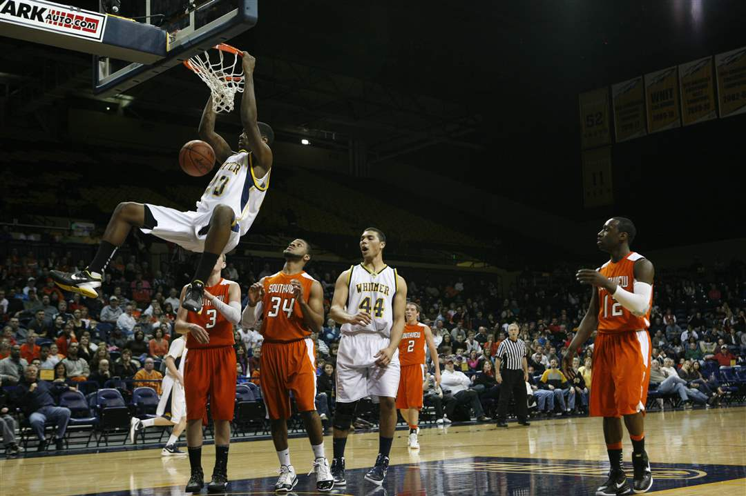 Whitmer-High-School-player-Nigel-Hayes-dunks