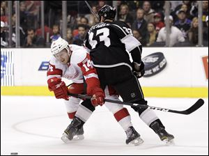 Los Angeles Kings defenseman Willie Mitchell, right, defends Detroit Red Wings center Gustav Nyquist during the first period of an NHL hockey game in Los Angeles, Tuesday.