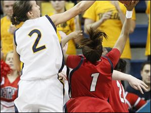 UT's Courtney Ingersoll blocks UDM's #1, Jalesa Jones.