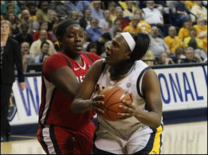 UT's Yolanda Richardson drives past UDM's Shareta Brown in the second half.