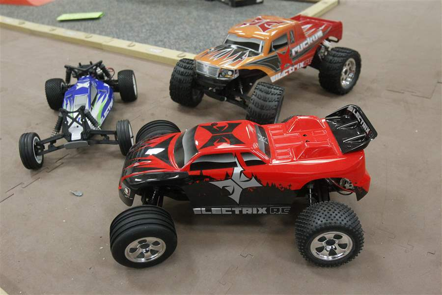 Bomb-probe-leads-to-toy-cars-2