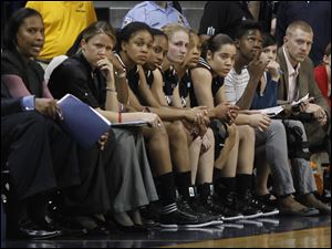 The Cincinnati bench is quiet as they watch their hopes of a 3rd round game disappear.