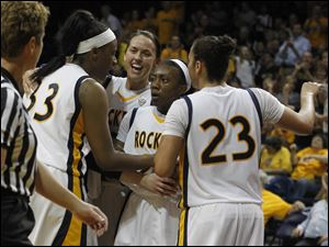 From left: UT's Yolanda Richardson, Courtney Ingersoll, Andola Dortch and Inma Zanoguera huddle after scoring against Cincinnati.