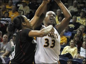 A Cincinnati defender guards UT's Yolanda Richardson.