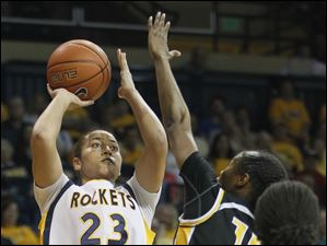 University of Toledo guard Inma Zanoguera (23) looks to the net.
