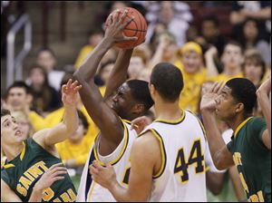 Whitmer's Nigel Hayes (23) pulls in a reb