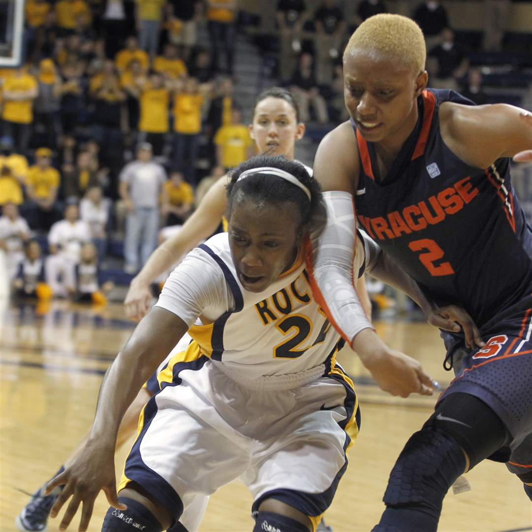 UT-s-Andola-Dortch-and-Syracuse-s-Elashier-Hall-chase-a-loose-ball