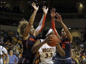 UT's Andola Dortch is sandwiched by Syracuse's Iasia Hemingway, left, and Elashier Hall during the 2nd half of the 4th round of the WNIT at Savage Arena in Toledo, Ohio.