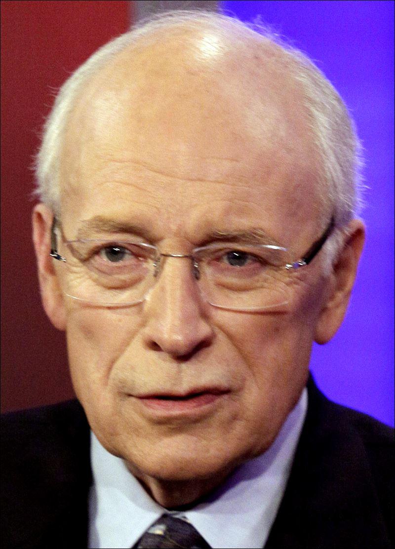 Dick Cheney undergoes heart transplant surgery -