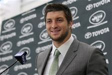 Jets-Tebow-a-deal-in-uniform-on-more-than-1-playing-field-2