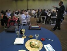 Rabbi-Sam-Weinstein-leads-an-interfaith-seder