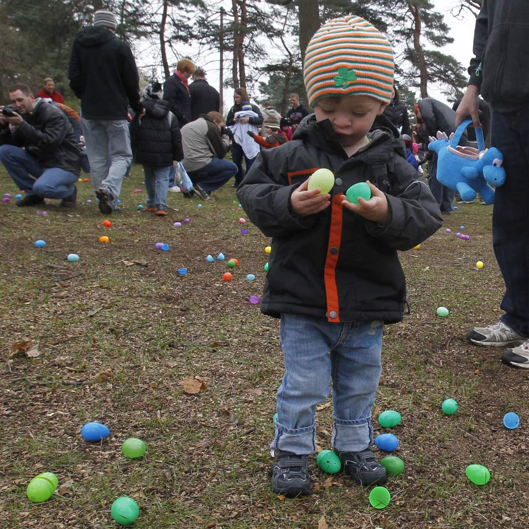 Olander-Park-Easter-Egg-Hunt-Henry-Stipe