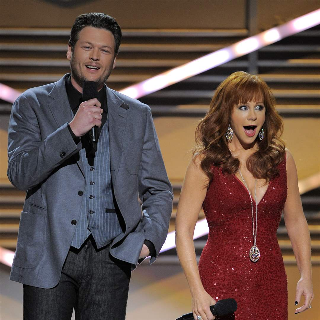 2012-ACM-Awards-Show-Reba-and-Blake-host