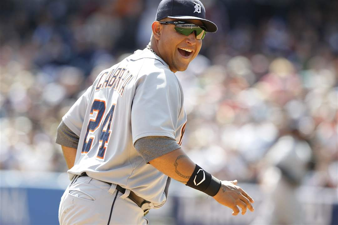 cabrera-jokes-with-hens-bench