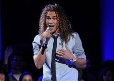 DeAndre-Brackensick-performs-on-the-singing-competition