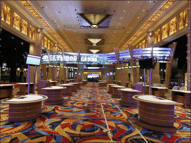 Odds are casino to open May 29 A total of 1,975 out of an expected 2,000 slot machines have been installed in Hollywood Casino Toledo and are expected to be tested April 16. All its table games are expected to be installed by April 14.