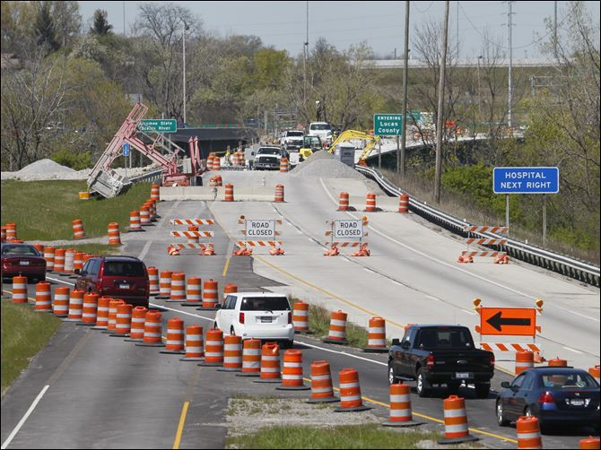 11 major road projects planned for area Traffic is rerouted for construction on the I-475 bridge over the Maumee River near Maumee. The work, which was begun last summer, resumed in March.
