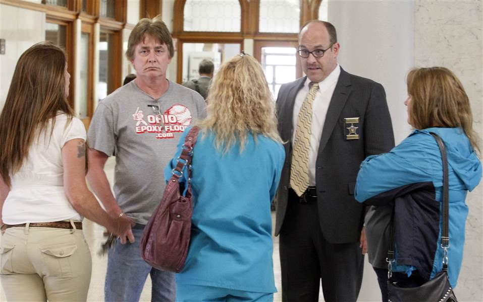 Court-Deputy-Roger-Kerner-center-talks-to-the-family-of-the-victim-1