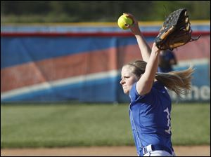 Springfield pitcher Bre Buck pitches a strike against Southview.