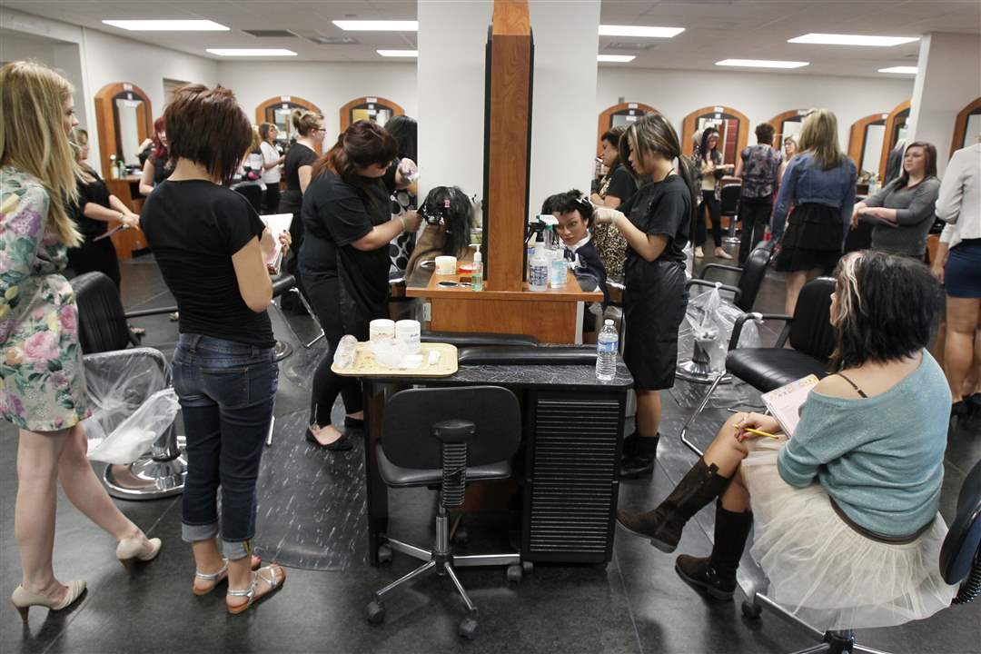 northview-students-practice-cosmetology