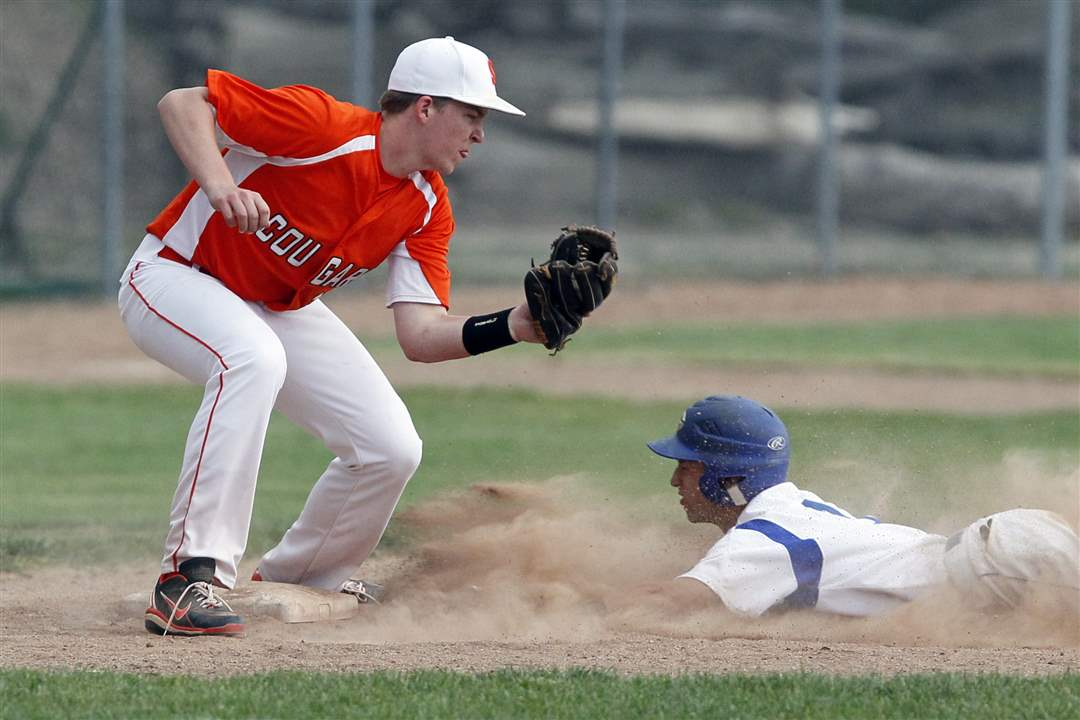 Anthony-Wayne-s-Deion-Tansel-1-steals-third-base