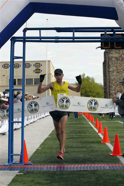 Matt-Folk-Glass-City-Marathon-2012-winner