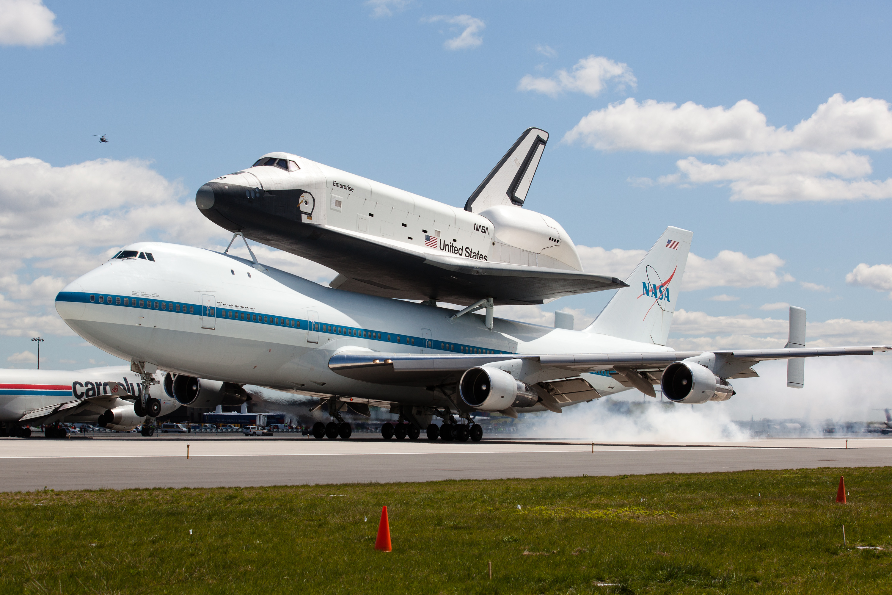 Space shuttle Enterprise zooms past NYC landmarks - The Blade