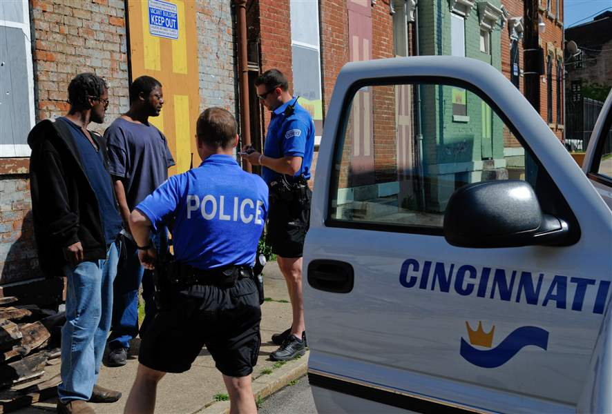 Two-members-of-the-Cincinnati-Police-Safe-Streets-Task-Force