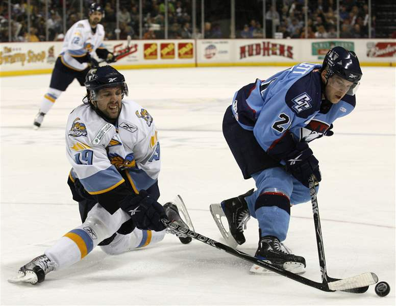 The-Walleye-s-Sal-Peralta-left-battles-Charlotte-s-Mike-Bartlett