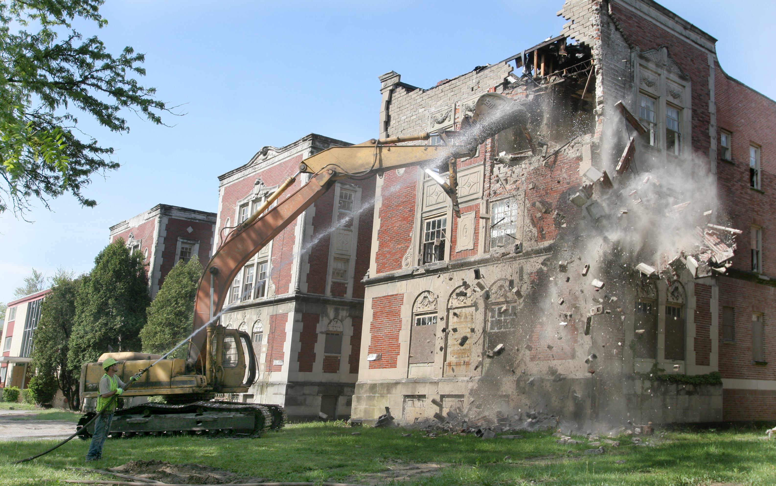 2 Vacant Apartment Buildings In Old West End Meet Wrecking Ball
