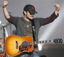 Eric-Church-giving-all-he-has
