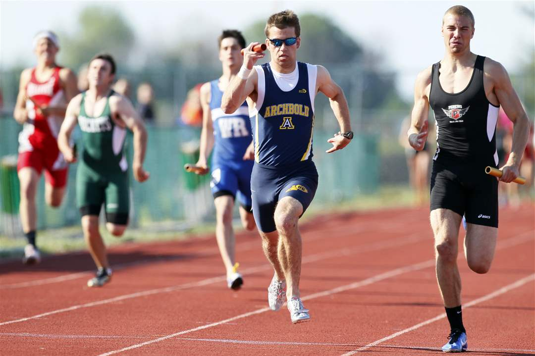 Danny-Young-of-Archbold-runs-the-final-leg