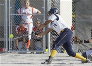 Cassie Gillespie triples in the fifth inning to score two runs as Notre Dame advanced to a regional semifinal game on Wednesday.