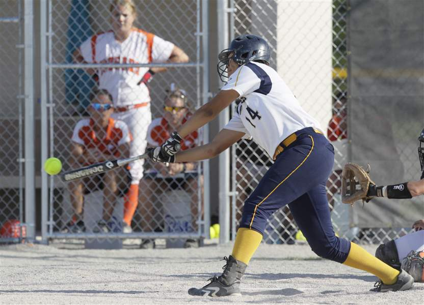 Cassie-Gillespie-triples-in-the-fifth-inning-to-score-two-runs