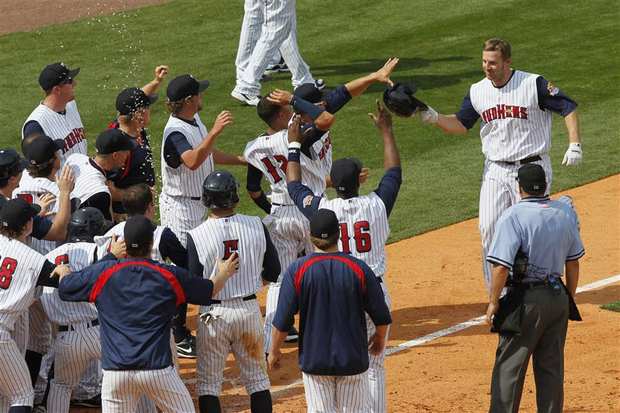 Brad-Eldred-greets-teammates-after-home-run