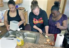 Teri-Easter-Katrina-Phillips-Evelyn-Wright-cooking-class-Seagate-Food-Bank