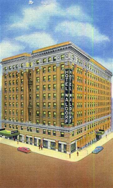 A-postcard-depicts-the-Waldorf-Hotel
