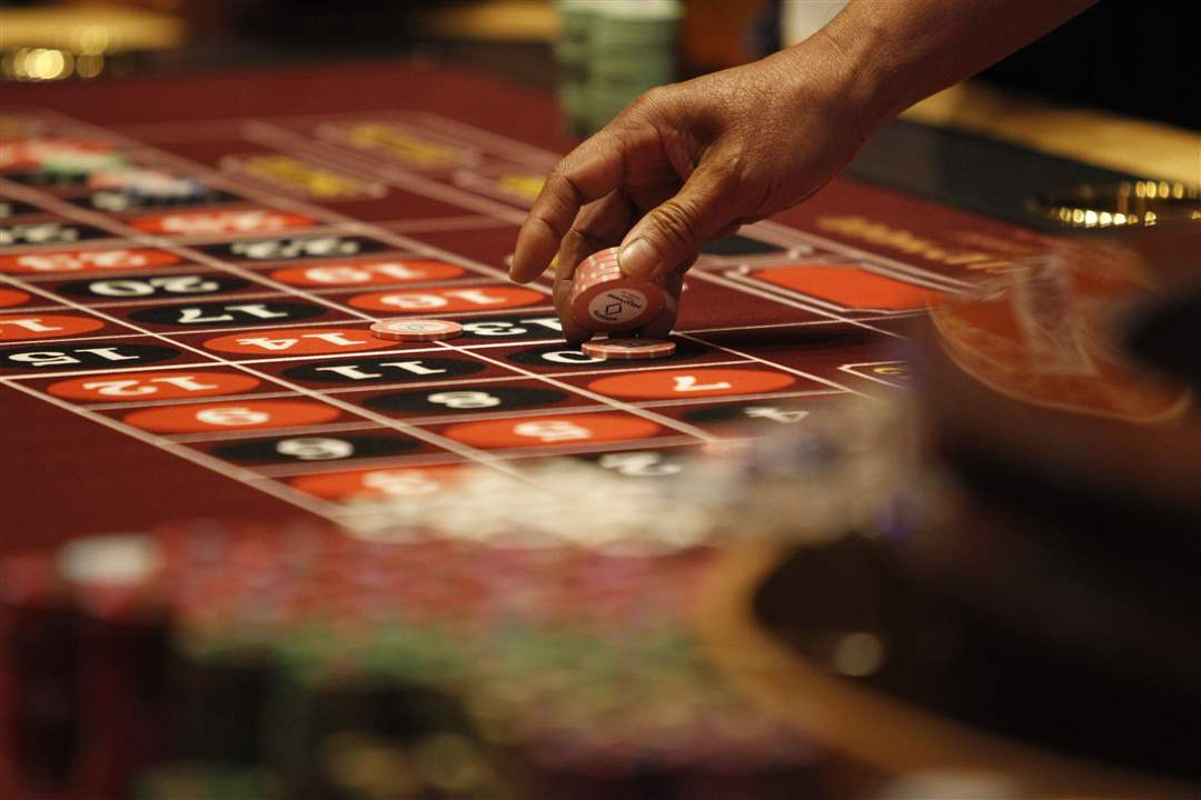 A-gambler-places-a-bet-on-a-roulette-table