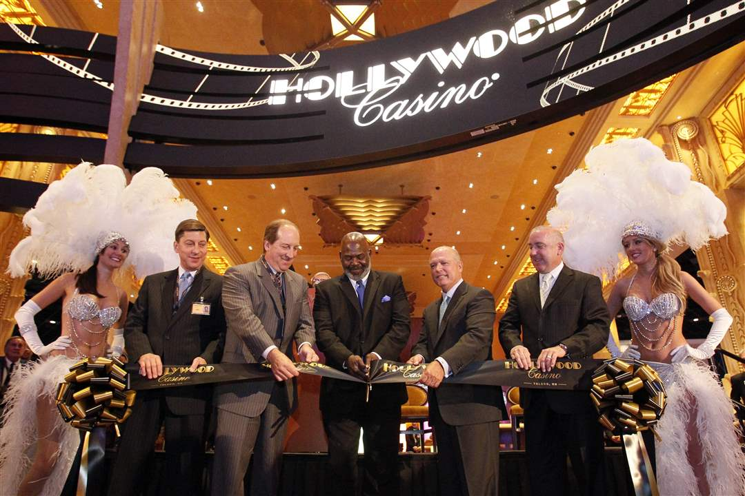 casino-open-Ribbon-cutting-1
